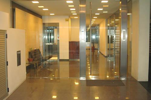 Alquiler temporario de departamento 3 ambientes en barrio - Decoracion hall de entrada edificios ...